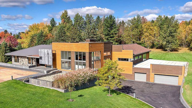 カナダ・ケベック州に建つカーコレクターの夢の家